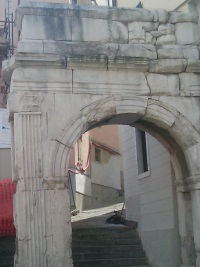 Arco d'Augusto, Trieste